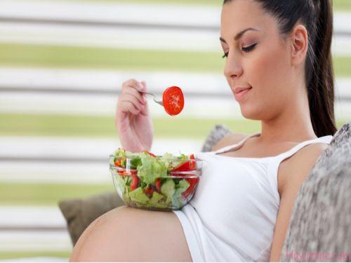 Hình minh họa: Bà bầu ăn chay mang nhiều phúc đức đến cho con