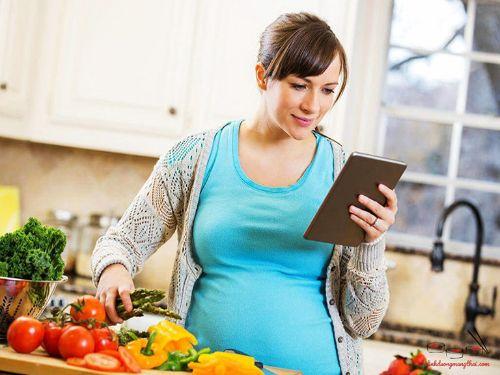 Hình minh họa: Bà bầu ăn chay giúp đường ruột các bé rất tốt sau khi sinh